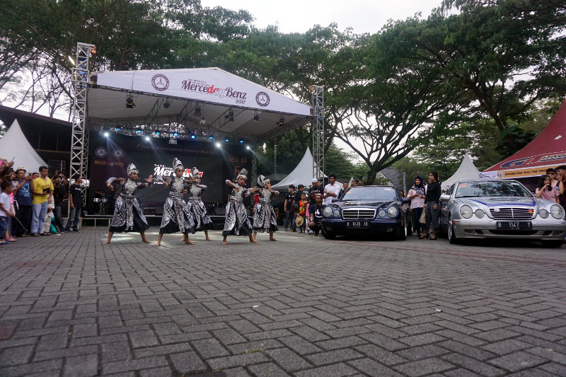 Merceday Benz 2017 Dapat Penghargaan Rekor Otomotif Indonesia