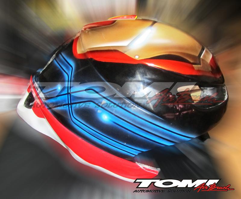 Modifikasi Helm Sepeda Bertema Iron Man
