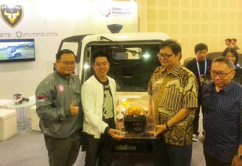 Helm Indonesia untuk Airlangga Hartarto