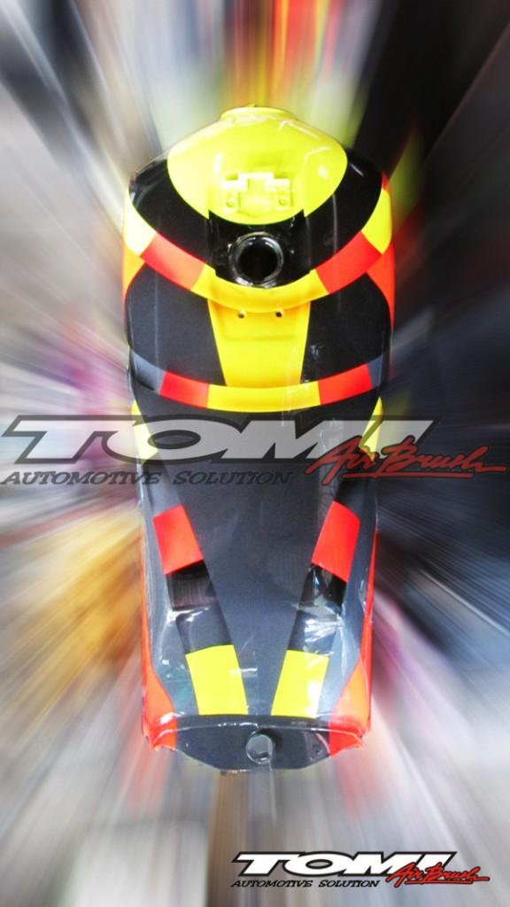 Tampak atas tangki Yamaha RX King modifikasi airbrush.