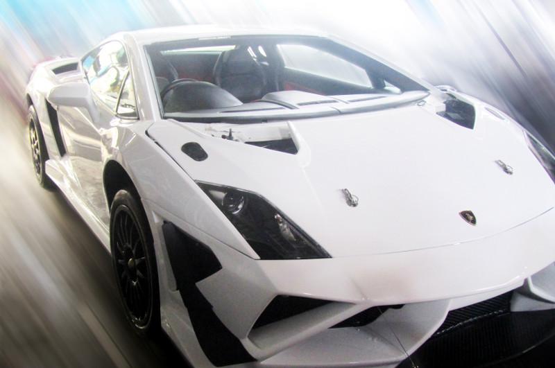 Tampak depan Lamborghini Gallardo.