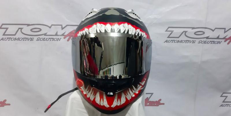 Modifikasi Helm Airbrush Konsep Alien